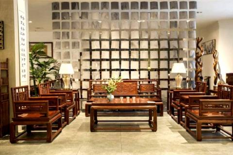 如何选择沙发 实木沙发和布艺沙发哪个好